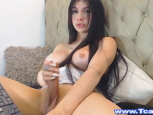 Valentina Shemale Babe Wanking Her Cock