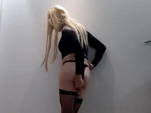 Transex blond bitch cums like a girl