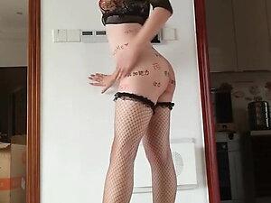 Chinese crossdresser show her perfect body