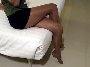 Hotel in tan shiny pantyhose